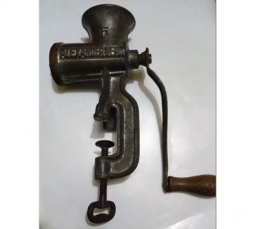 Foto di Vivastreet.it Tritacarne antico a manovella antico macchina pomodoro secco