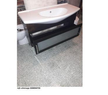 Foto di Vivastreet.it Mobile da bagno lavabo con specchio in legno scuro usato