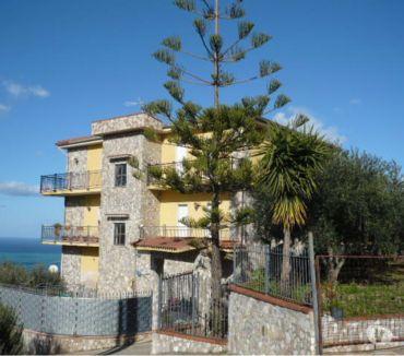 Foto di Vivastreet.it Villa con piscina e tre appartamenti vista mare