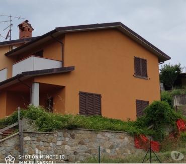 Foto di Vivastreet.it Pratovecchio collina 5 vani con giardino €. 145.000