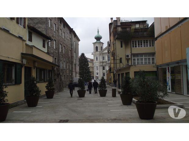 Foto di Vivastreet.it PRIVATO cede in c.storico bicamere balconato