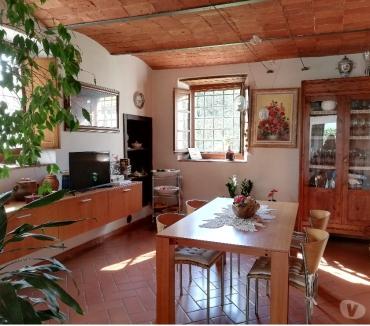 Foto di Vivastreet.it Pistoia vendita colonica ristrutturata con giardino