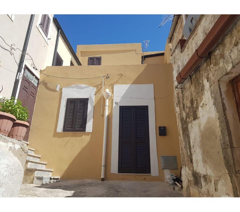 occasioni case in affitto Siracusa e provincia Noto - Foto di Vivastreet.it Casa singola in centro con terrazzino, Noto