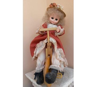 Foto di Vivastreet.it Bambola Clarissa 41cm e cestino portacucito paglia raso