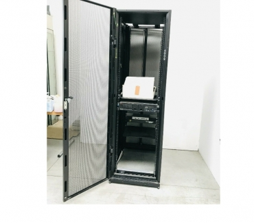 Foto di Vivastreet.it Armadio rack usato 58 x 106 H 198 cm Armadio rack APC estet