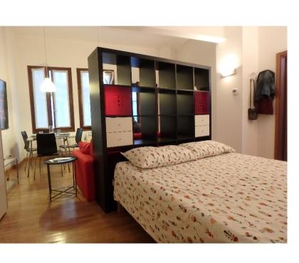 Foto di Vivastreet.it nuovo, grande monolocale con zona letto via console marcello