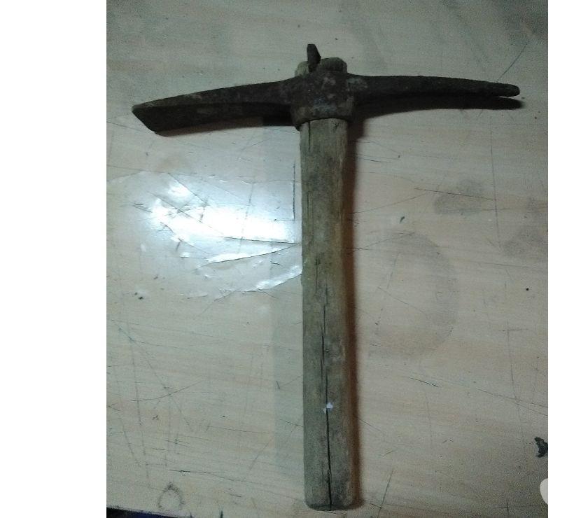 Foto di Vivastreet.it Piccone antico vintage old manico in legno ferro lavoro terr