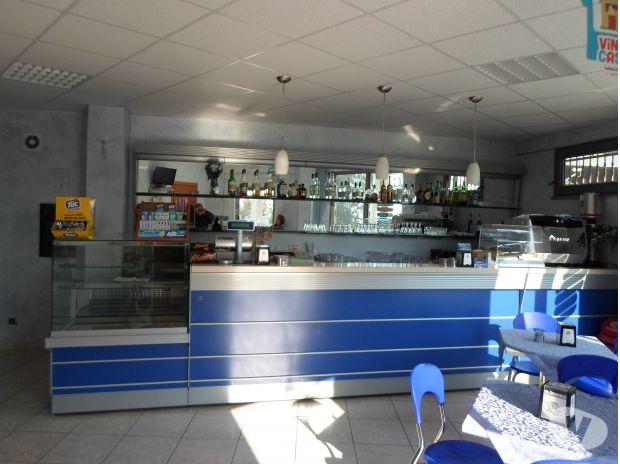 Foto di arredamento completo per bar paninoteca for Arredamento bar completo
