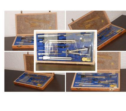 Foto di Vivastreet.it Compasso Universal 10C, scatola in legno anni 7080, NUOVO.