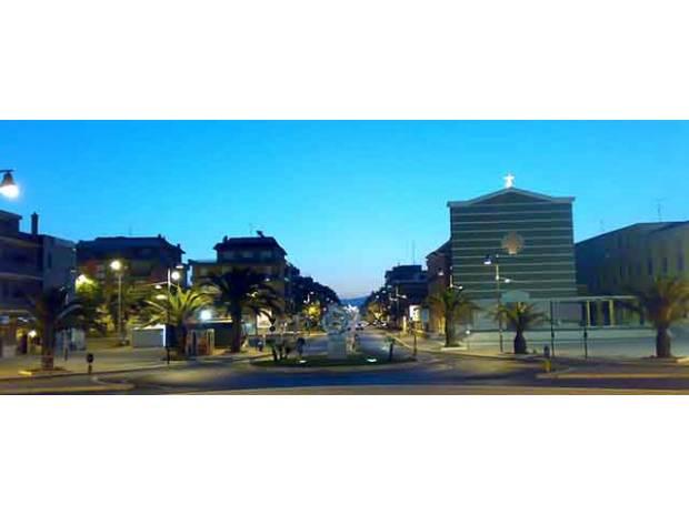 proprietà immobiliari in vendita Roma e provincia Pomezia - Foto di Vivastreet.it torvaianica centro p.terra con terrazzo 100 mq.