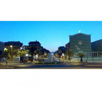 Foto di Vivastreet.it torvaianica centro p.terra con terrazzo 100 mq.