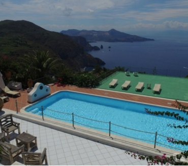 Foto di Vivastreet.it Lipari, Isole Eolie. Vendesi grande proprietà con 4 ville