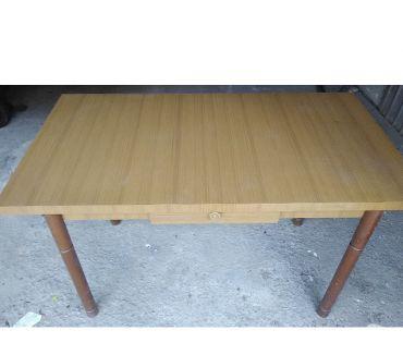 Foto di Vivastreet.it Tavolo da cucina usato in legno piano con cassetto piedi