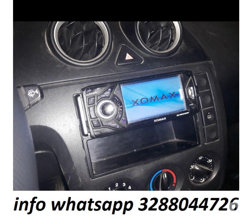 """Foto di Vivastreet.it Autoradio stereo auto Xomax 4.3"""" funzionante usato con scato"""