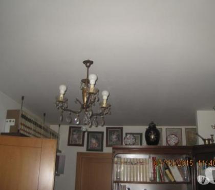 Foto di Vivastreet.it -LAMPADARIO 3 LUCI CPIATTI CRISTALLO E PENDOLI COD. 19019