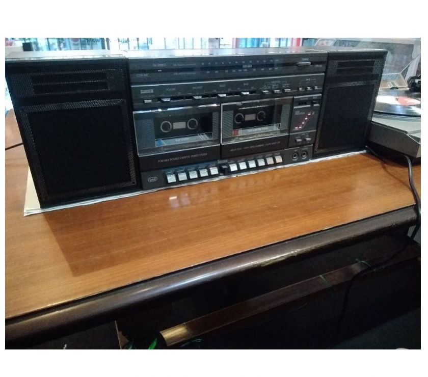 Foto di Vivastreet.it Radio registratore Trevi ingr.phono e casse acustiche varie