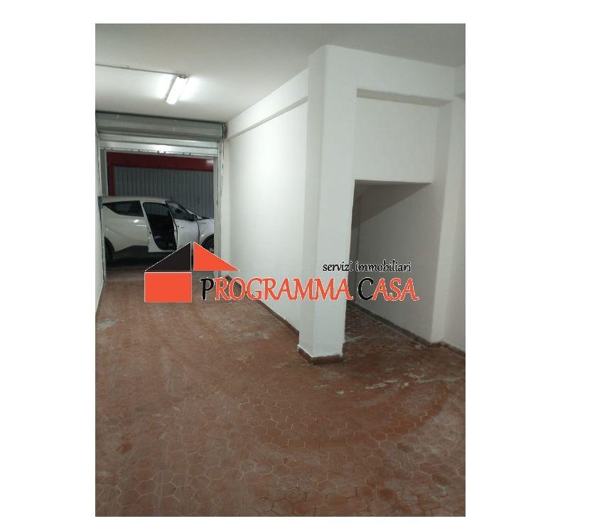 box e parcheggi in affitto Roma e provincia Pomezia - Foto di Vivastreet.it TORVAjANICA RUMENIA ZONA CELORI BOX AUTO 25 MQ.15500 €