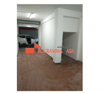 Foto di Vivastreet.it TORVAjANICA RUMENIA ZONA CELORI BOX AUTO 25 MQ.15500 €