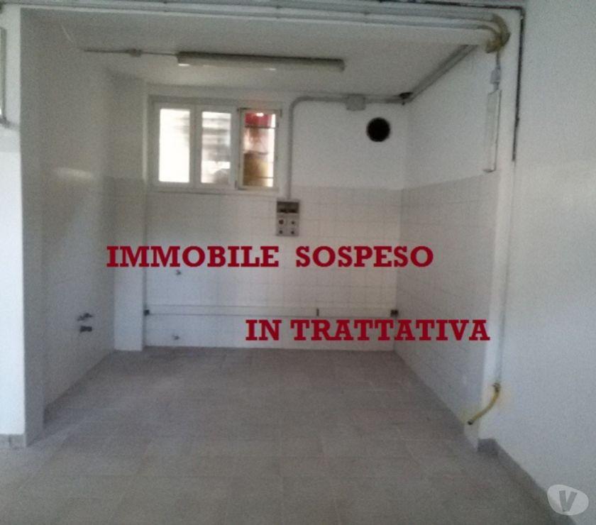 spazi commerciali Milano e provincia Milano - Foto di Vivastreet.it Laboratorio con canna fumaria- Cat. C3 - Milano Bovisasca