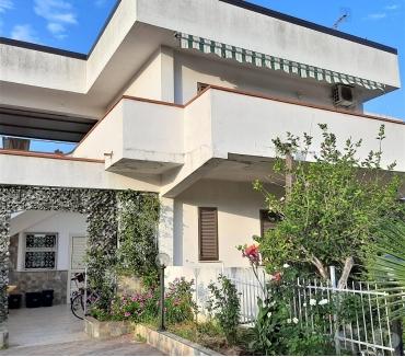 Foto di Vivastreet.it Villetta con ampio giardino a Villapiana Scalo