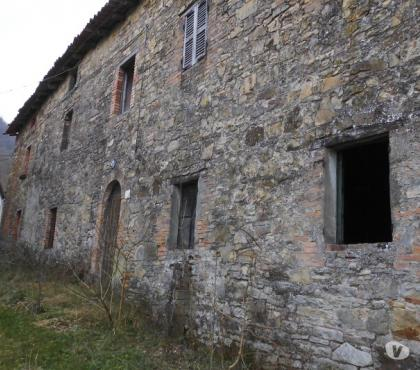 Foto di Vivastreet.it Rustico in sassi da ristrutturare con terreno di 10 ettari c