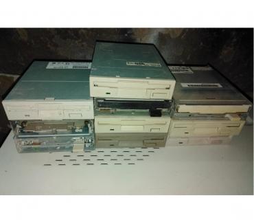 Foto di Vivastreet.it Unità driver lettore floppy disk disc 1,44 mb memoria memory