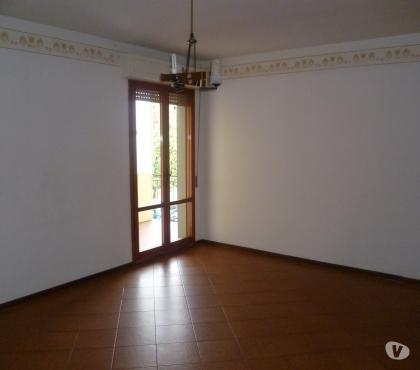 Foto di Vivastreet.it P.Poppi affitto appartamento 5 vani + garage €. 450 mese+