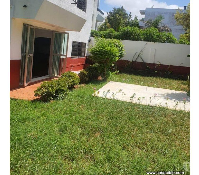 Location Appartement - Maison Casablanca - Photos pour Ain Diab: villa vide de 300 m² avec 3 chambres et jardin.